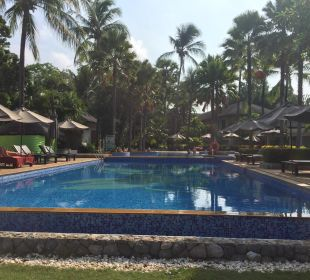 Poolblick vom Strand La Flora Resort & Spa