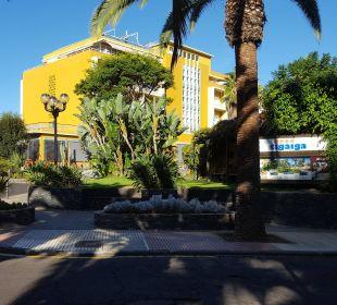 Blick von der Straße aufs Hotel  Hotel Tigaiga