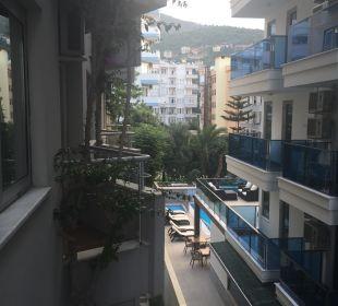 Blick zur Landseite Hotel Kleopatra Celine