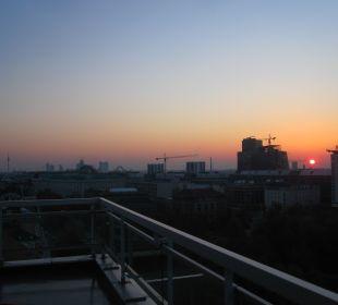 Sonnenaufgang Richtung Riesenrad Hotel Am Parkring