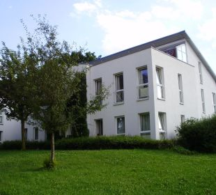 Der Neubau vom Gartenbereich aus Hotel Schloss Schweinsburg