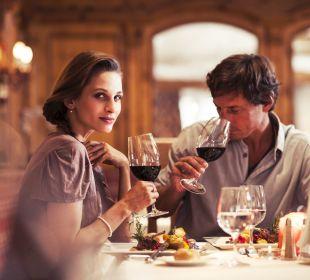 Ein Glas Wein zum Essen genießen Sporthotel Brugger