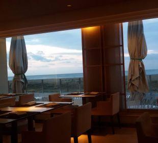 Blick vom Frühstücksraum zum Strand Hotel Bel Air