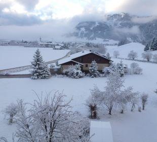 Ein Tag später dichte Schneedecke Landhaus Sammer Hotel Garni