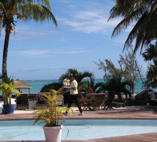 Bedienung bis ans Wasser Coral Azur Beach Resort