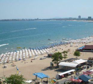 Blick vom Balkon auf den Strand Victoria Palace Hotel & Spa