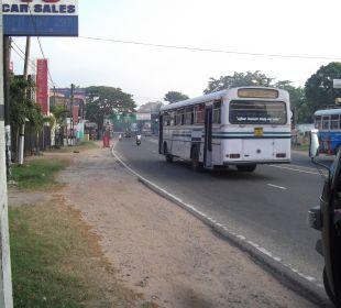 Blick auf die vierspurige Straße Hotel Ramada Katunayake Colombo International Airport