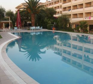 Süßwasserpool Hotel Elea Beach