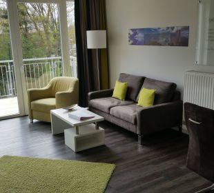 Wohnzimmer mit Balkon Aparthotel Duhner Strandhus