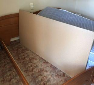 Bett ohne Rahmen Hotel Possidona Beach
