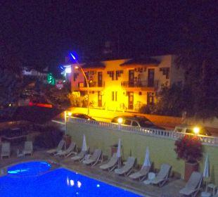 Hotel, Blick vom Balkon am Abend Hotel Wassermann