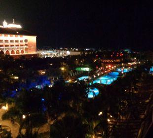 Ausblick vom Hotelzimmer am Abend Hotel Royal Dragon