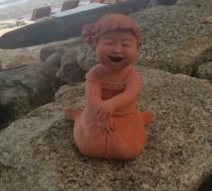 Fröhliche Figur  Santhiya Koh Phangan Resort & Spa