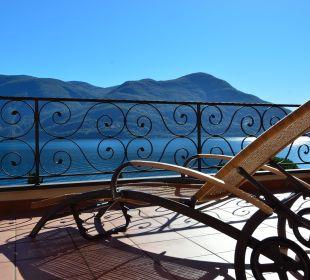 Blick vom Balkon auf den Lago Maggiore Sunstar Boutique Hotel Villa Caesar