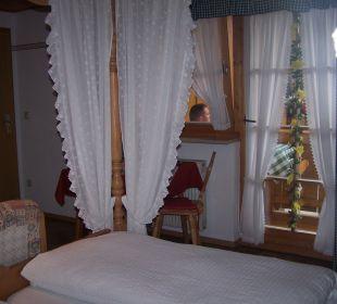 Zimmer mit Himmelbett Gästehaus Watzmannblick
