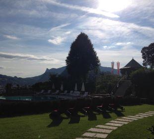 Sehr gepflegte Poollandschaft Hotel Schloss Mönchstein