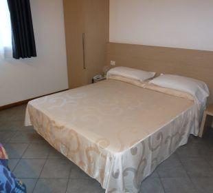 Doppelbett im Zimmer ohne Balkon Hotel Eden Lido Di Jesolo