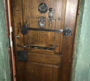 Zellentür Hotel Fronfeste