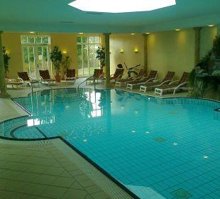 Der Pool mit Ruheliegen Romantik Hotel Bösehof