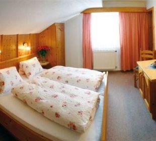 Ferienwohnung - Gehren Spitz- Schlafzimmer Landhaus Gemsenblick