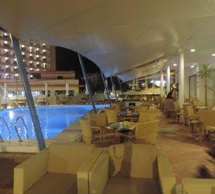 Abends an der Poolbar Hotel Osiris
