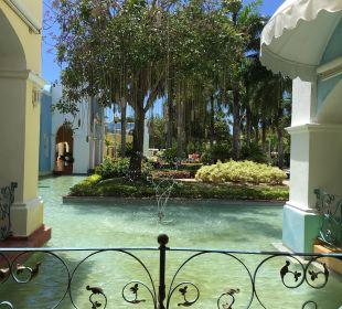 Blick zum Innenhof von der Rezeption aus IBEROSTAR Hotel Hacienda Dominicus