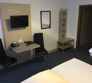 Kleine Arbeitsmöglichkeit mit kleinem TV Faxe Schwarzwälder Hof Waldulm