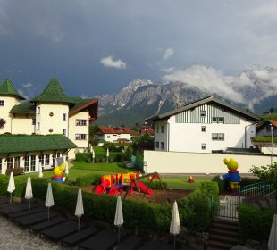 Gartenanlage Leading Family Hotel & Resort Alpenrose