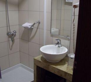 Dusche mit Designer-Lavabo Hotel Marin Dream