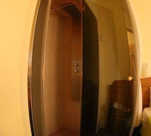 Dusche Zimmer 112 Hotel Leonardo da Vinci