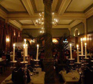 """Der Speisesaal für die """"Arrangement""""-Gäste Hotel Pilatus-Kulm"""