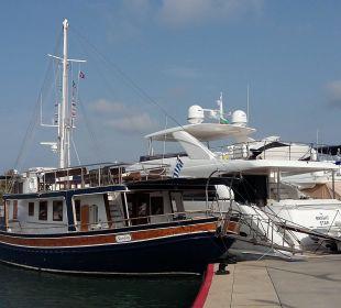 Hoteleigenes Schiff für kostenlose Kreuzfahrt Sani Beach