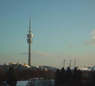 Blick auf den Olympiaturm München Leonardo Royal Hotel Munich