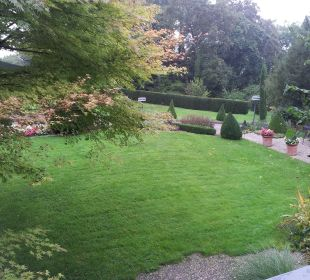 Garten vom Balkon aus Hotel Schlossberg