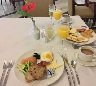 Frühstück im Restaurant Luxury Bahia Principe Cayo Levantado Don Pablo Collection
