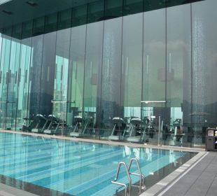 Pool mit Fitnessstudio Hotel Icon