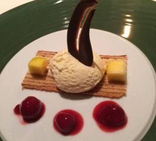 Dessert beim Abendessen Spa Hotel Zedern Klang