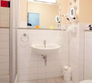 """Badezimmer """"Standard Room"""" Hotel Hanseport Hamburg"""