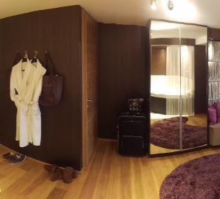 Schrank und Toilette Hotel Winzer Wellness & Kuscheln