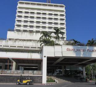 Vorderansicht Hotel Grand Jomtien Palace