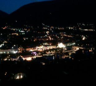 Blick auf Meran bei Nacht vom Balkon Appartement & Weingut Linter