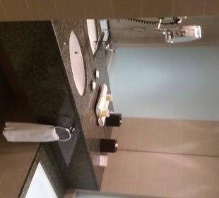 Zimmer Bad/Waschtisch Hotel Grand Millennium Al Wahda Abu Dhabi