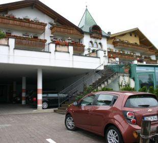 Teilüberdachter Parkplatz Berglandhotel Untertheimerhof