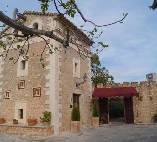 Turmgebäude mit Rezeption und Junior Suite Agroturismo S'Hort de Son Caulelles