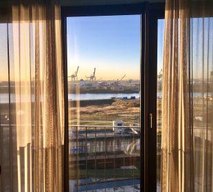 Ausblick vom Zimmer zum Hafen 25hours Hotel HafenCity