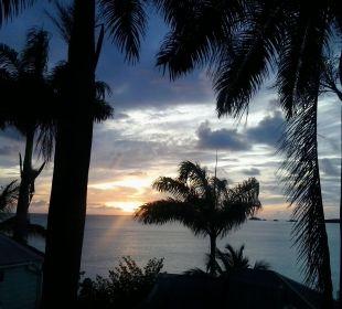 Sonnenuntergang von unserem Cottage aus Cocos Hotel