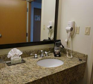 2 Waschbecken und diverses Zubehör Best Western Hotel Bayside Inn