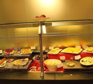 Teil eines abendlichen Dessertbuffets in der Stüva Hotel Laudinella