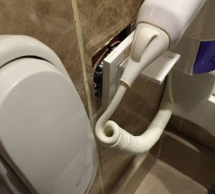 Defekte Steckdose im Bad Linda Resort Hotel