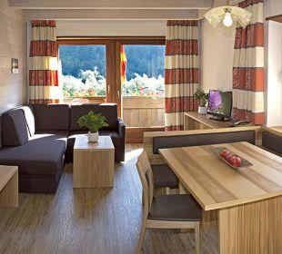 Helle Wohnräume mit neuen Möbeln und Fußböden Appartements Riederhof